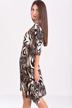 Φόρεμα σε άνετη γραμμή εμπριμέ (μπεζ-μαύρο) - πλάγια όψη
